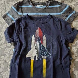 2 GAP boys tshirts size XS